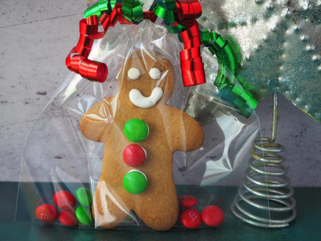 gingerbread men. 30+ Ultimate DIY Christmas Teacher Gifts